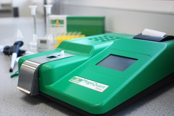 MegaQuant™ Wave Spectrophotometer / MegaQuant™ Wave Starter Pack (Chemistry Analyzer)